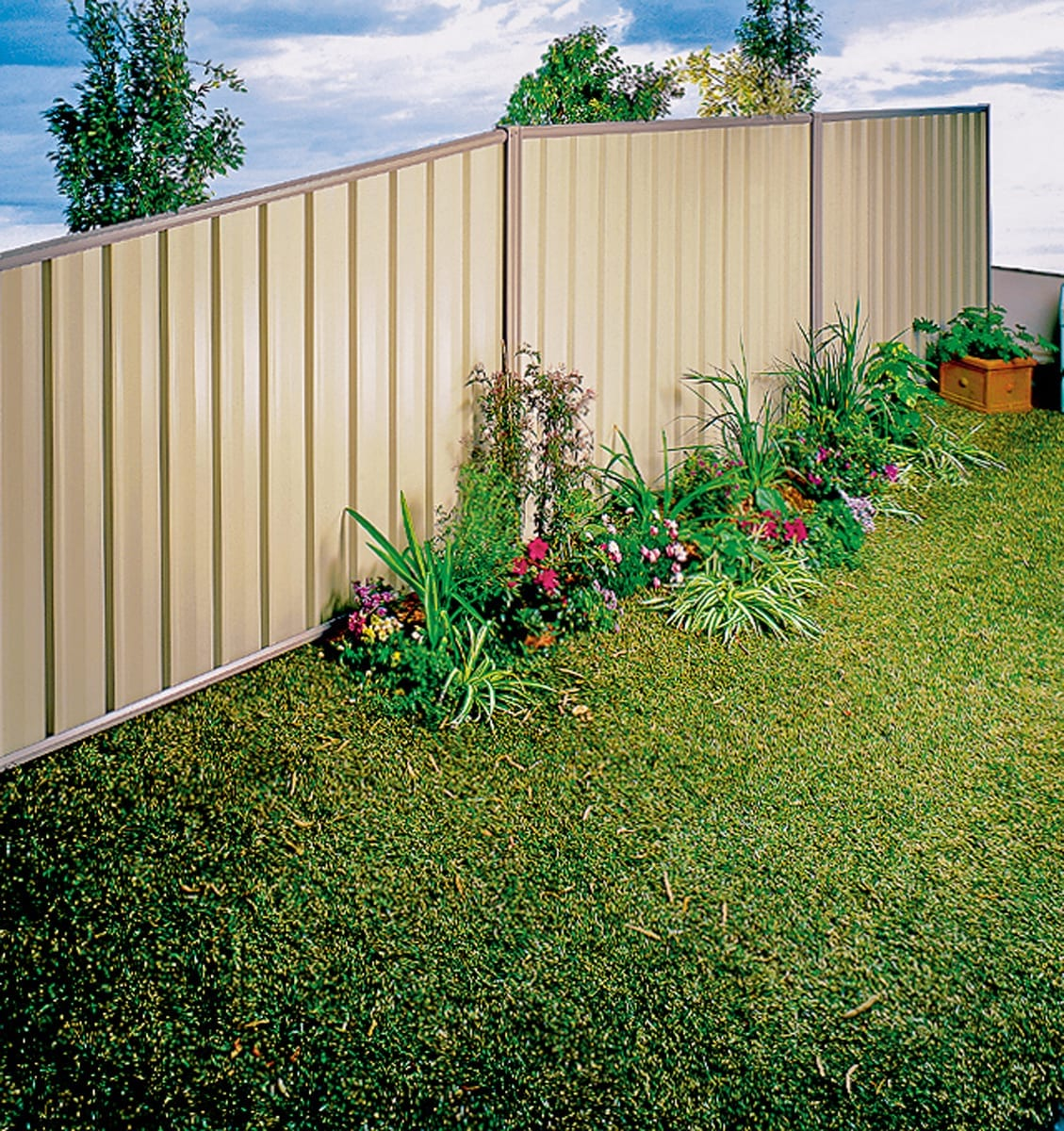 Colourbond Fencing - Residential Fencing - Outdoor World Western Australia