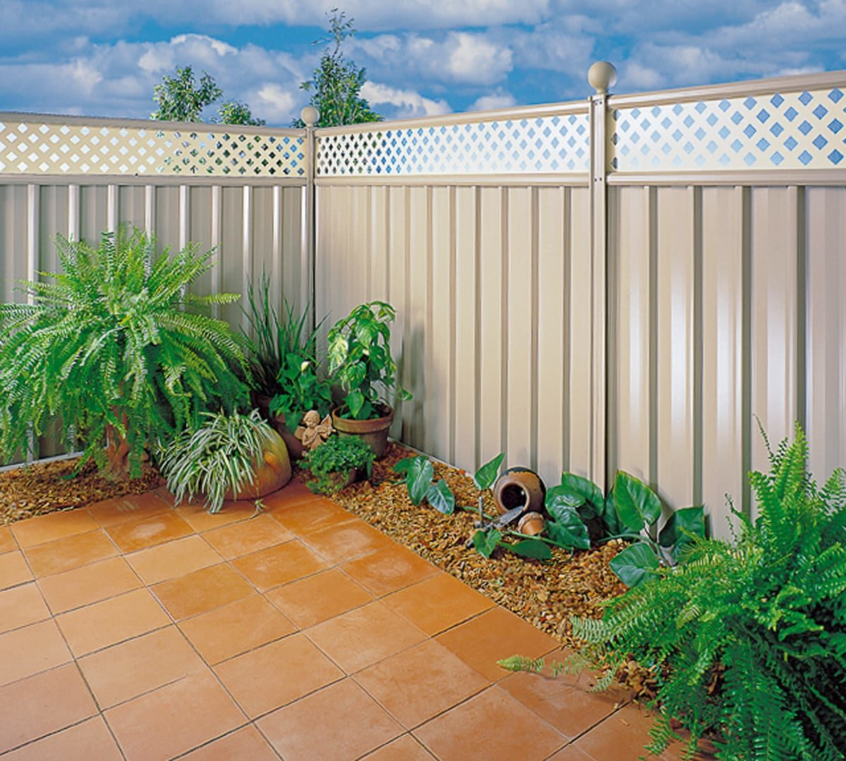 Colourbond Lattice Fencing - Residential Fencing