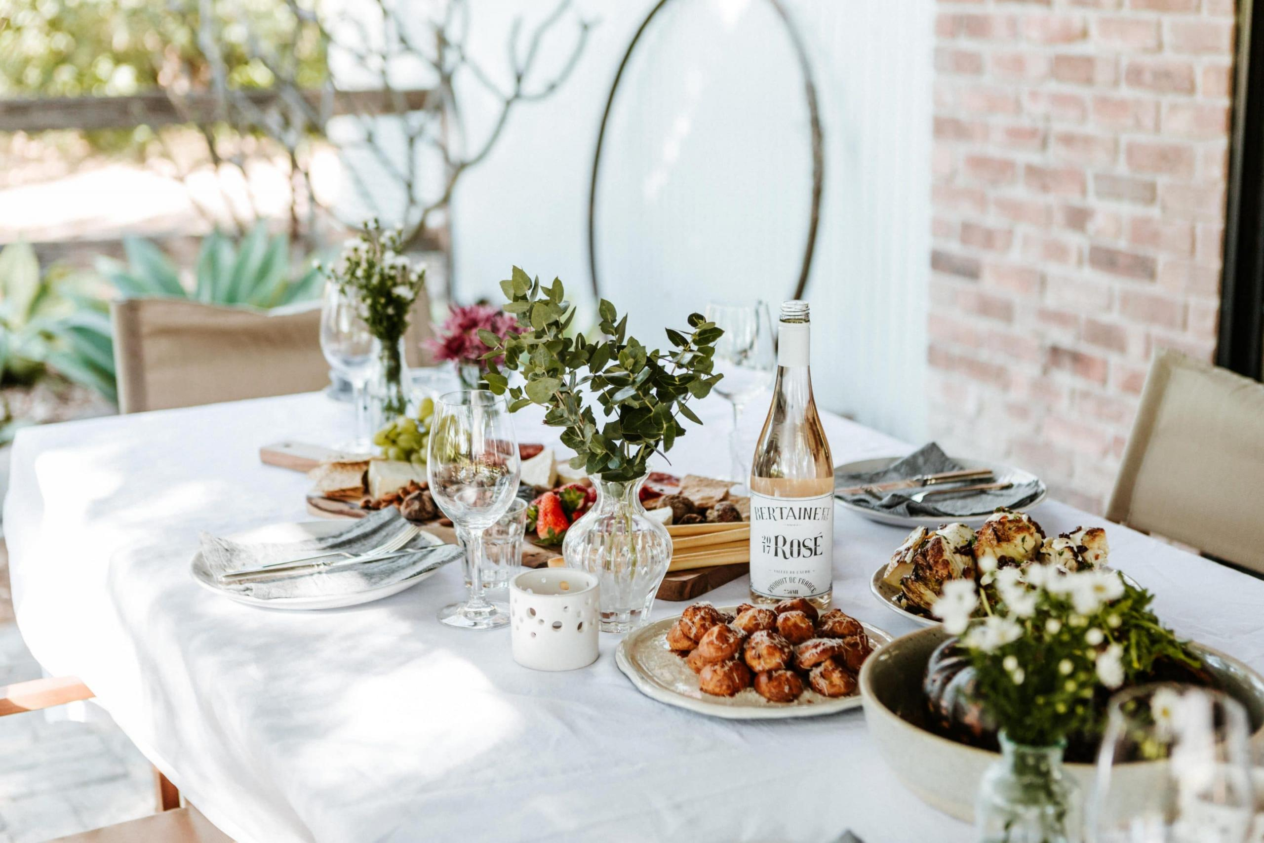 5 Tips for Outdoor Entertaining This Summer